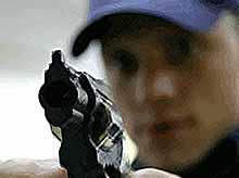 В Краснодаре  молодой человек устроил стрельбу на АЗС и в больнице