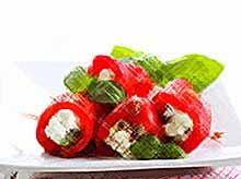 Летние рецепты: фаршированный перец с моцареллой и базиликом