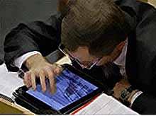 Чиновников обязали  отчитываться о наличии аккаунтов в соцсетях