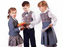 Школьную форму в России чипируют