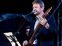 Александр Ткачев исполнил под гитару хиты «Машины времени» (видео)