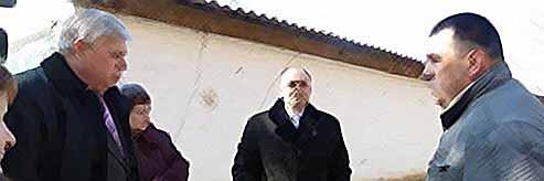 Руководители города и района проинспектировали ремонтные работы дома в Тимашевске