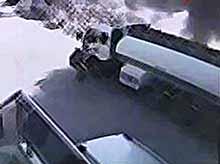 Водитель героически отогнал горящий бензовоз с автозаправки  (видео)