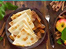 Вкусные осенние рецепты: блинчики с яблоками