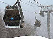 На горе Эльбрус взорвали канатную дорогу и расстреляли туристов- горнолыжников.( видео).