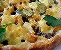 Слоёный сырный пирог с картошкой и фаршем
