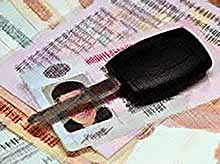 В России у должников начали изымать права