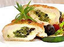 Кармашки из индейки с зеленью и сыром