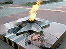 В Тимашевске хулиганы сожгли венки на Вечном огне.