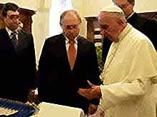 Папа Римский подарил Путину ангела