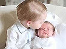 В  Сети появились первые официальные фото маленькой британской принцессы Шарлотты