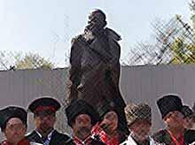 В Краснодаре открыли памятник генералу Корнилову