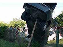 На Кубани спасатели достали водителя  Mercedes из вставшего на дыбы автомобиля