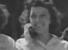 Гостью из будущего обнаружили в старом фильме 38-го года  (ВИДЕО)