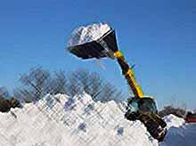Тимашевский район освобождается от снежных завалов.
