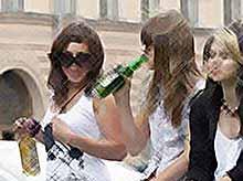 Большинство россиян поддерживает запрет  продажи алкоголя молодежи до 21 года