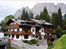 Сказочные дома и цветы в итальянских Альпах... (видео)