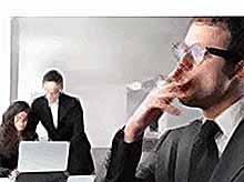 Глава Минтруда против продления рабочего дня для курильщиков