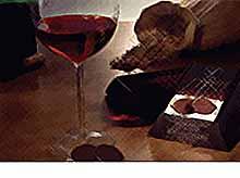 Россиянам пообещали оставить импортное вино и шоколад