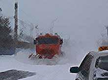В Тимашевском районе продолжают расчищать улицы и дороги  от снега.