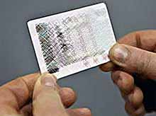 Российские автомобилисты уже через неделю смогут получить водительские удостоверения нового образца.