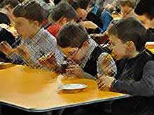 О школьном питании в России