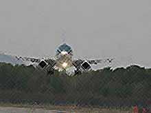 Первый авиалайнер  Sukhoi Superjet столкнулся с птицей