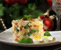 Названы вредные продукты в салате оливье