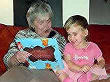 Бабушки играют уникальную роль в эволюции человечества