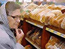 Большинство россиян поддержали введение талонов на продукты