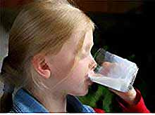 Молоко - хорошо утоляет жажду детей