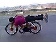 Марокканский байкер совершил сумасшедший трюк (видео)