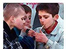 Детей в школах будут ежегодно проверять на курение