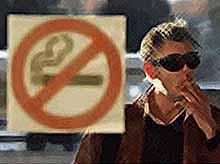 Депутаты хотят запретить курить возле подъездов жилых домов