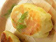 Пирожки с начинкой из картофельного пюре сыра.