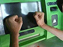 Житель Кубани разбил банкомат, разозлившись за «съеденную» карту