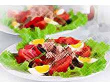 Летний салат с тунцом и зеленой фасолью
