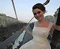 Румынские модельеры сшили самое длинное свадебное платье в мире (видео)