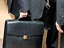 Путин призвал чиновников не прятаться в кабинетах