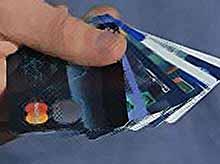 С 2013 года все зарплаты будут перечисляться только на пластиковые карты