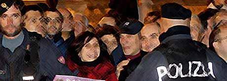 Как провожали Берлускони? (видео)