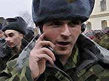 Новобранцы Кубани получают телефоны для звонков домой