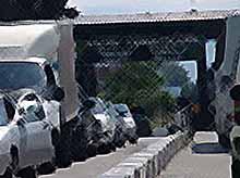В этот курортный сезон  поток транспортных средств через российско-абхазскую границу в 5 раз превысил его  пропускную способность