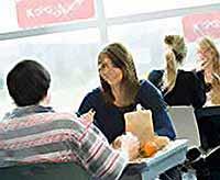 Студентам  начнут выдавать кредиты на  питание и проживание