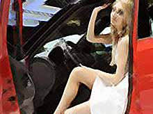 Девушки и автомобили на Женевском автосалоне (фото,видео)