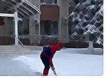 В  Тимашевске  за борьбу со снежными завалами вышел Человек-паук