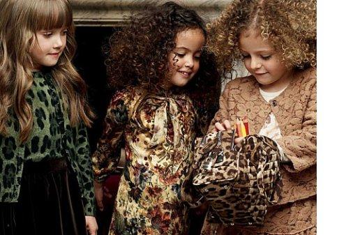 Dolce & Gabbana представили свою первую осенне-зимнюю коллекцию 2012/13 для детей.