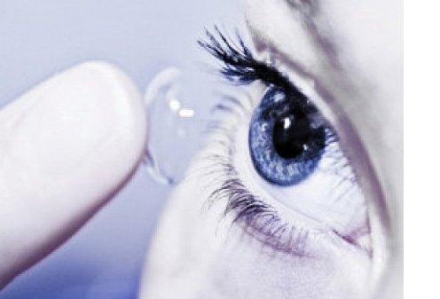 Ученые изобрели линзы, которые сами восстанавливают зрение