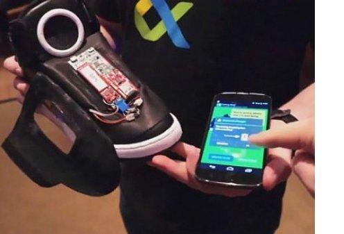 Компания Google создала говорящие кроссовки