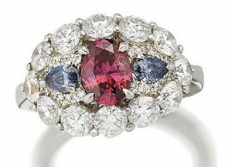 Уникальный красный бриллиант выставлен на аукцион в Нью-Йорке